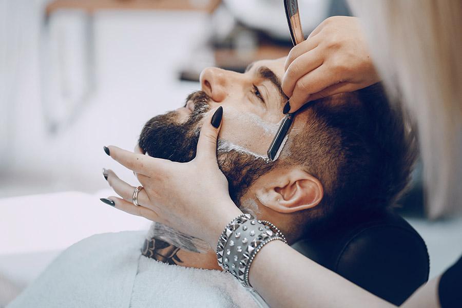 Bart-Rasur, -Trimmen und -Pflege